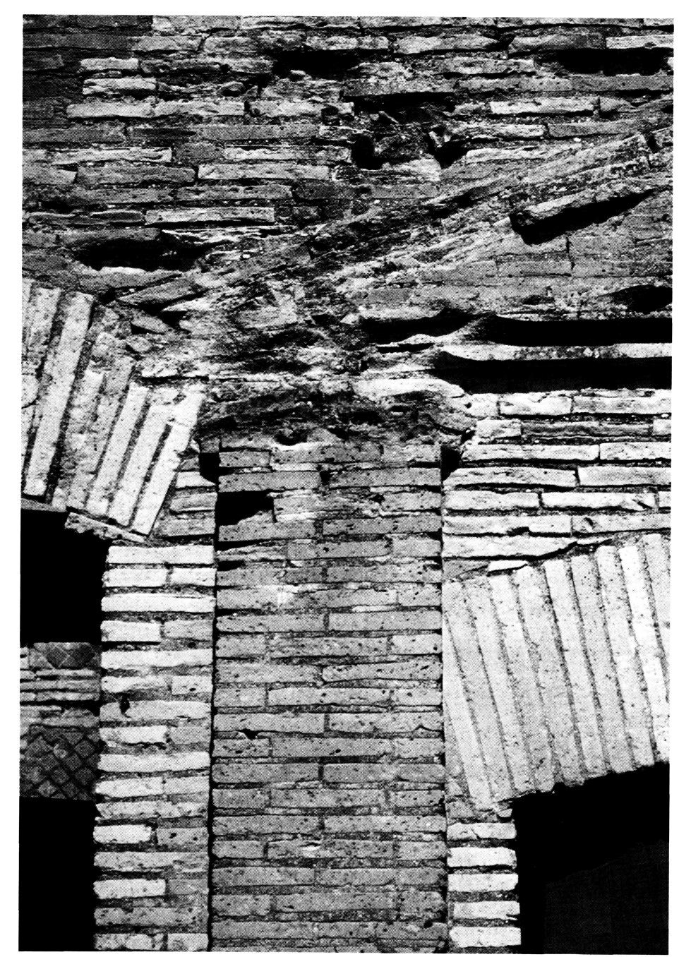 L 39 entrata di un magazzino romano sotto la chiesa di san for Di tommaso arredamenti ostia
